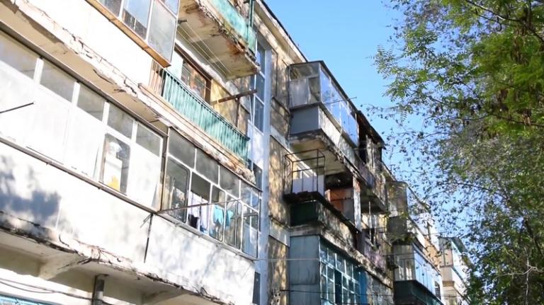 Жители по ул Малиновского, 31 не довольны состоянием своего дома