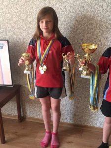 Маленькие чемпионы по настольному теннису