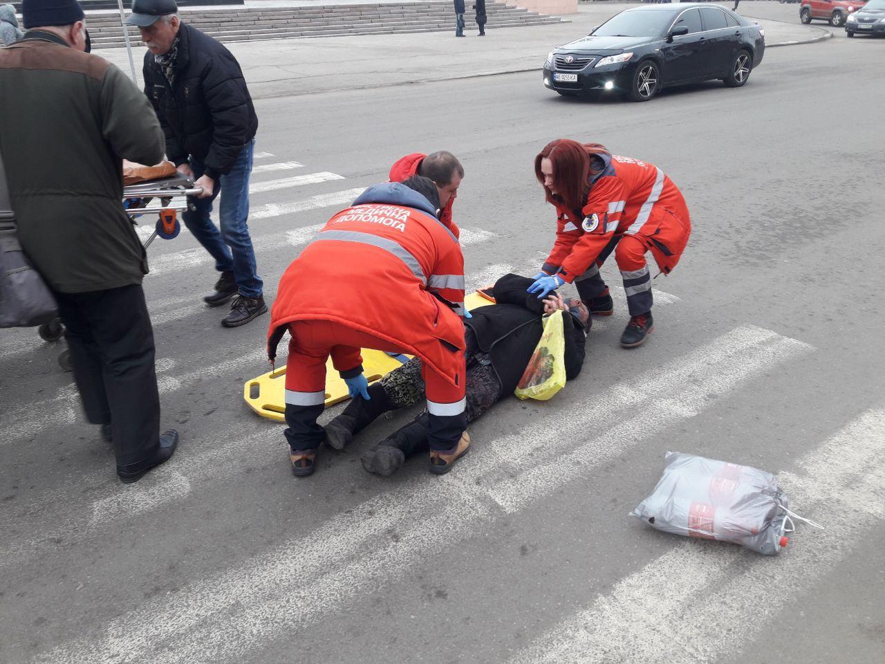 В Никополе пожилой женщине стало плохо прям на проезжей части | Прихист