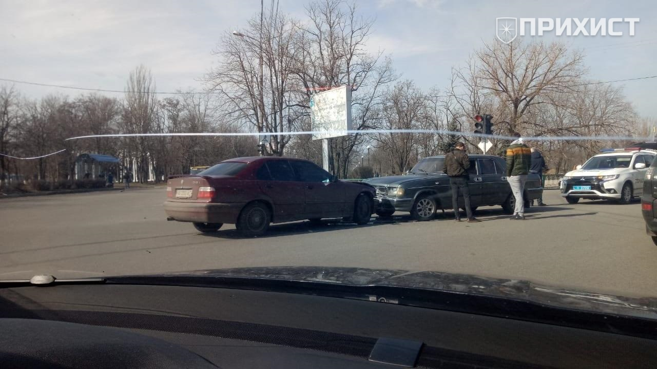 На перекрестке улиц Преображенская и Електрометаллургов произошло ДТП | Прихист
