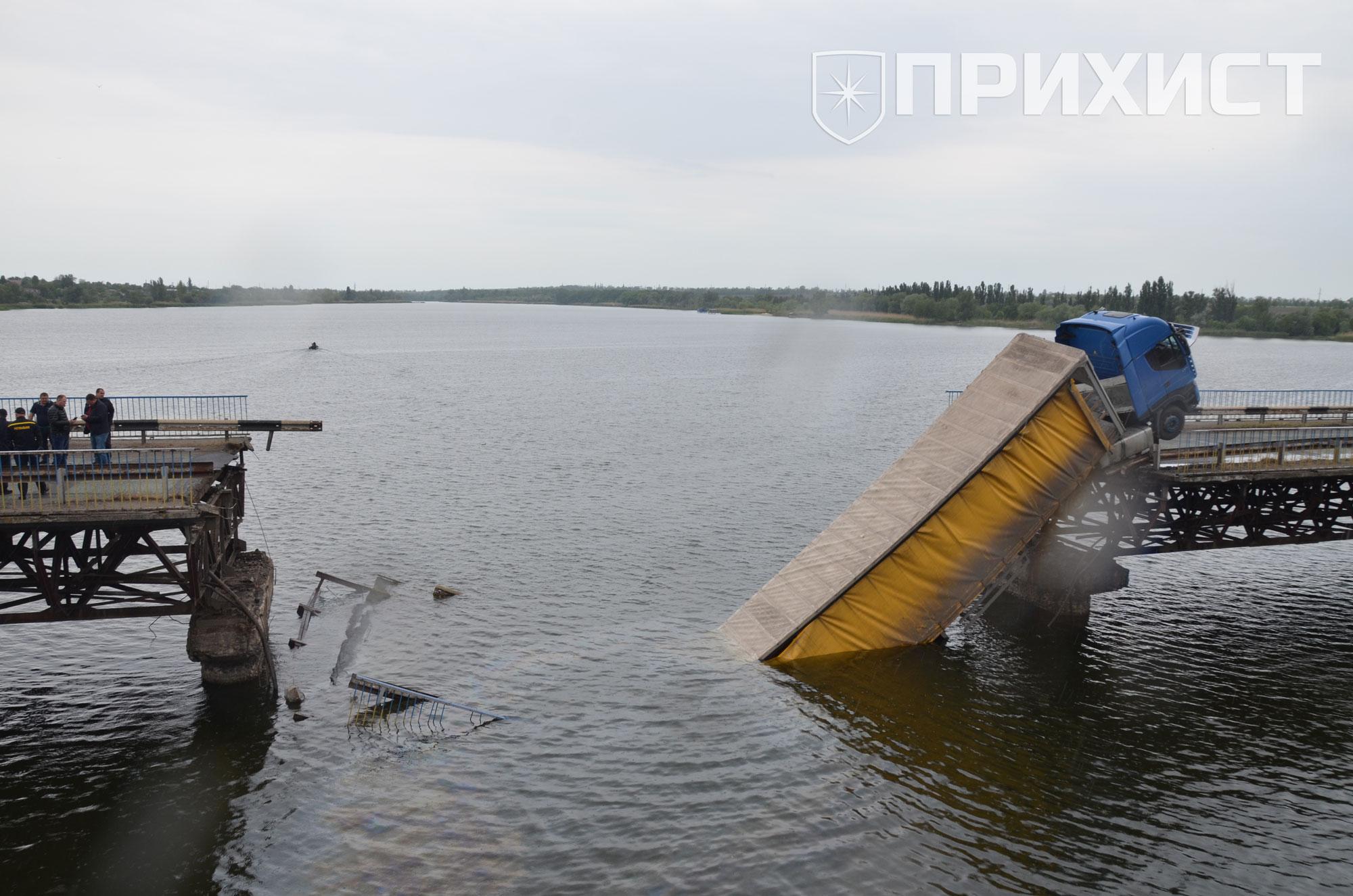 Первый пошел: в Никопольском районе рухнул мост | Прихист