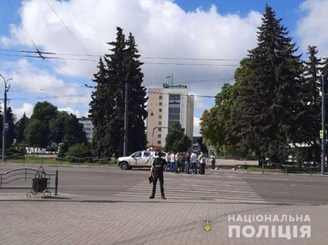 Обновлено: В центре Луцка захватили автобус с заложниками | Прихист