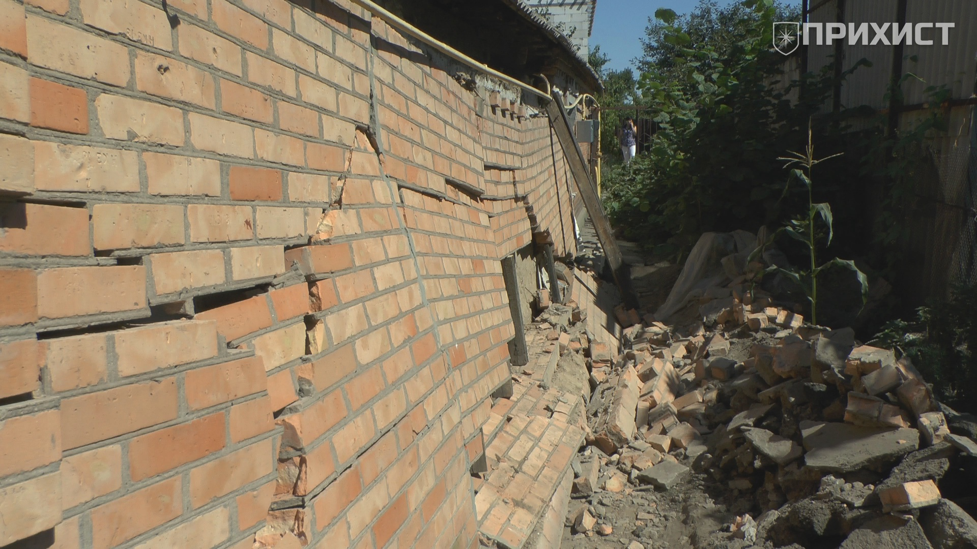 В частном секторе Никополя рухнула стена жилого дома | Прихист
