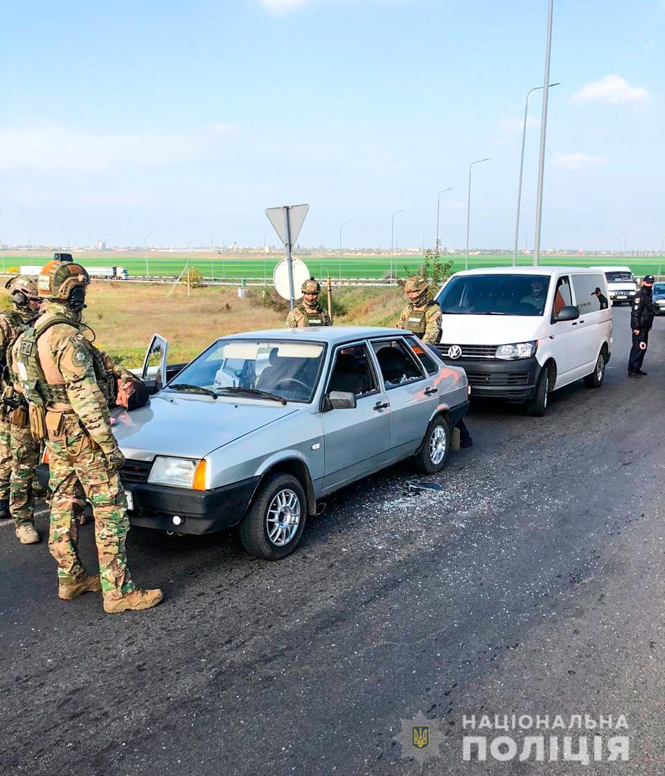 Николаевские полицейские задержали группировку аферистов-квартирных воров из Никополя (фото задержанных) | Прихист