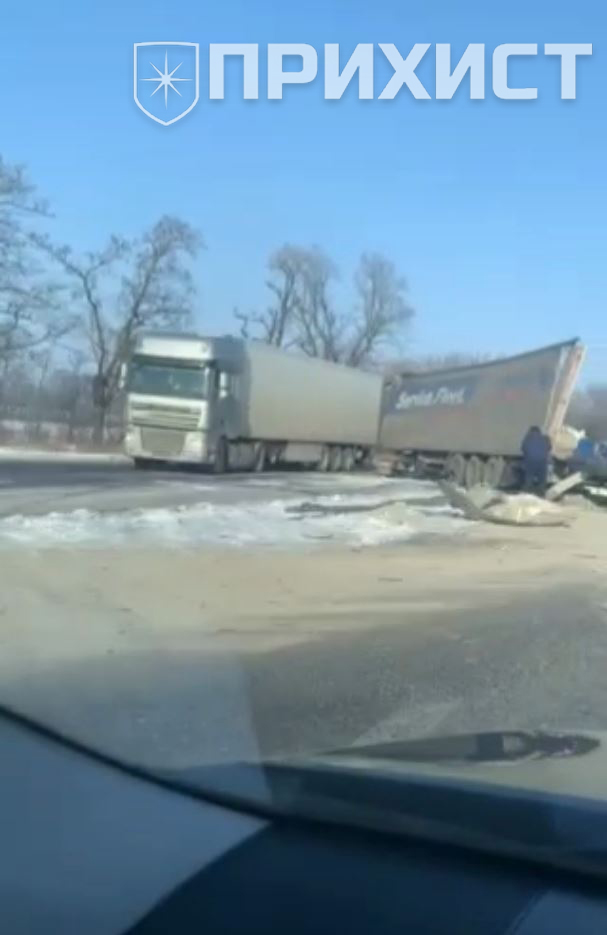 На трассе Запорожье – Днепр столкнулись две фуры | Прихист
