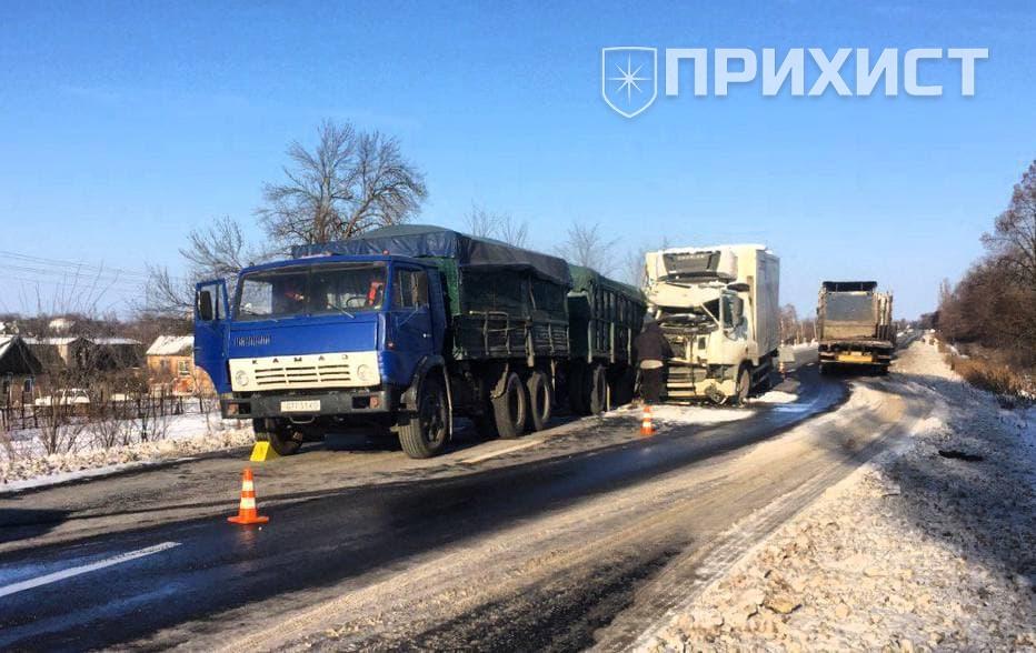 На трассе Никополь – Днепр DAF въехал в КАМАЗ   Прихист