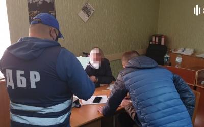 В Днепропетровской области двое сотрудников полиции сбывали золотые украшения на местном рынке | Прихист