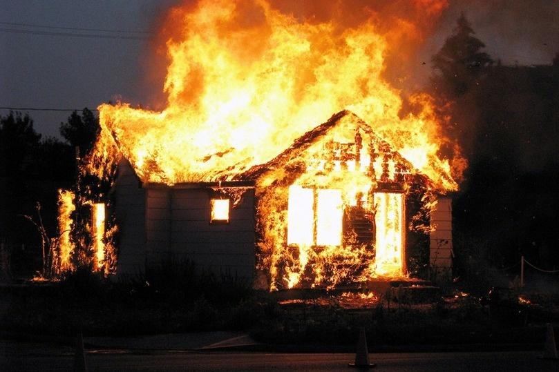 В Алексеевке сгорел дом: семье с несовершеннолетними детьми нужна помощь | Прихист