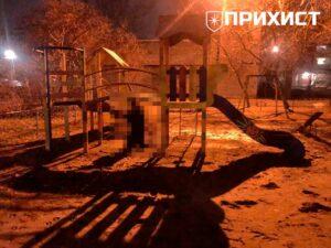 В Никополе на детской площадке участник боевых действий покончил с жизнью. Фото 18+