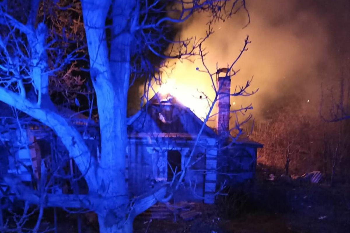 В Никополе сгорела летняя кухня | Прихист