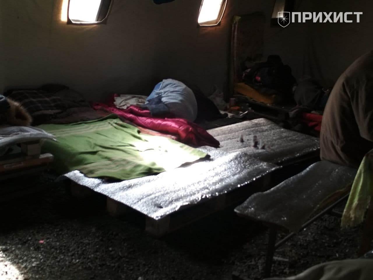 Жизнь в пункте обогрева: горячий чай и кровать из деревянных паллетов | Прихист
