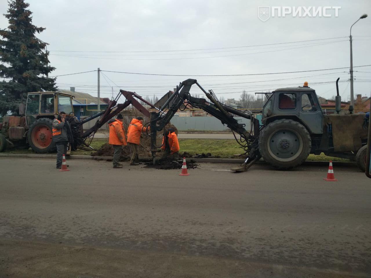 Вниманию водителей: в Никополе на проезжей части по ул. Электрометаллургов ремонтируют водопровод | Прихист