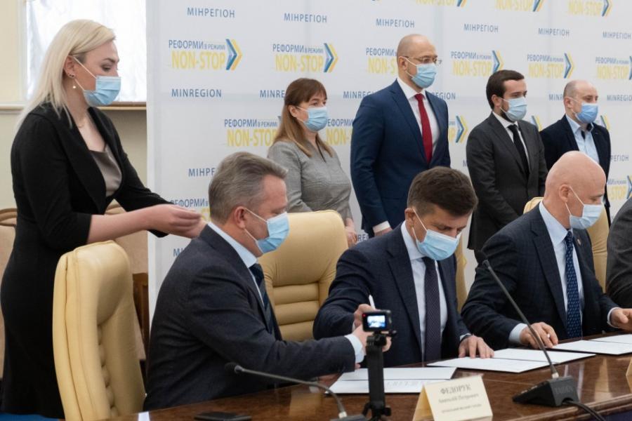 Подписан Меморандум по урегулированию проблемных вопросов в поставках тепла и горячей воды | Прихист