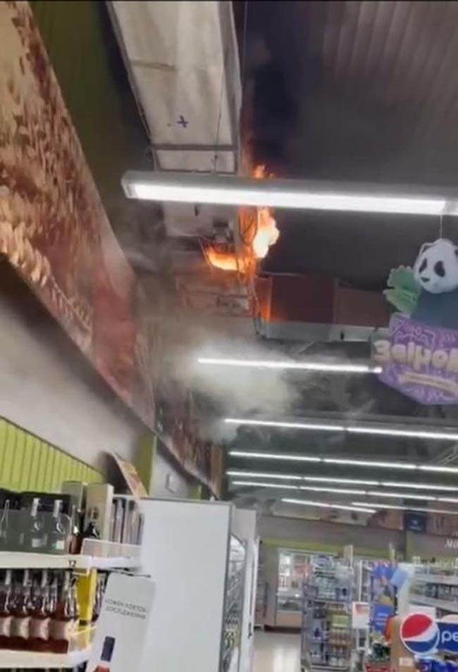 В Днепре горел супермаркет VARUS   Прихист