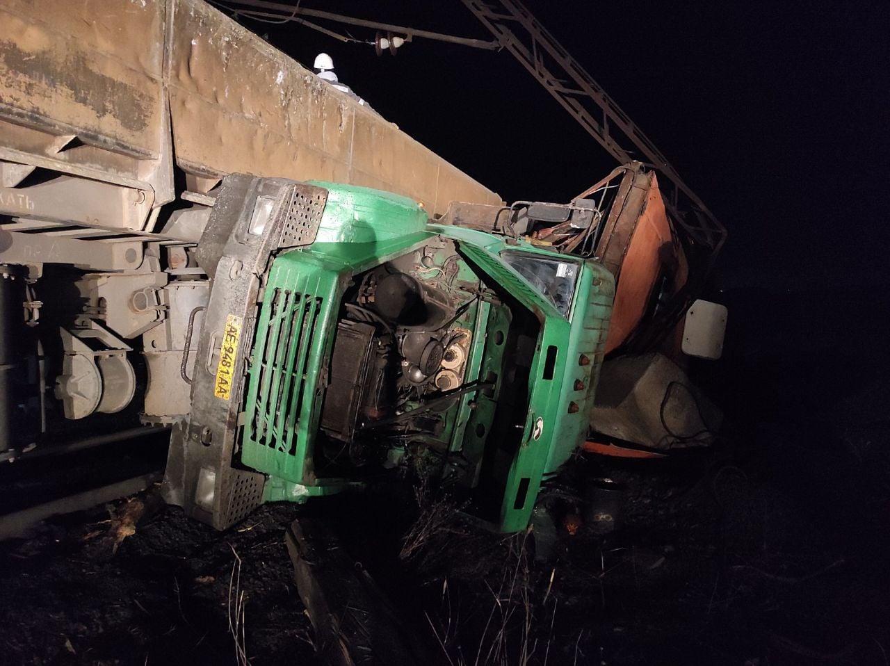В Кривом Роге столкнулись грузовик и поезд: пострадали пять человек | Прихист