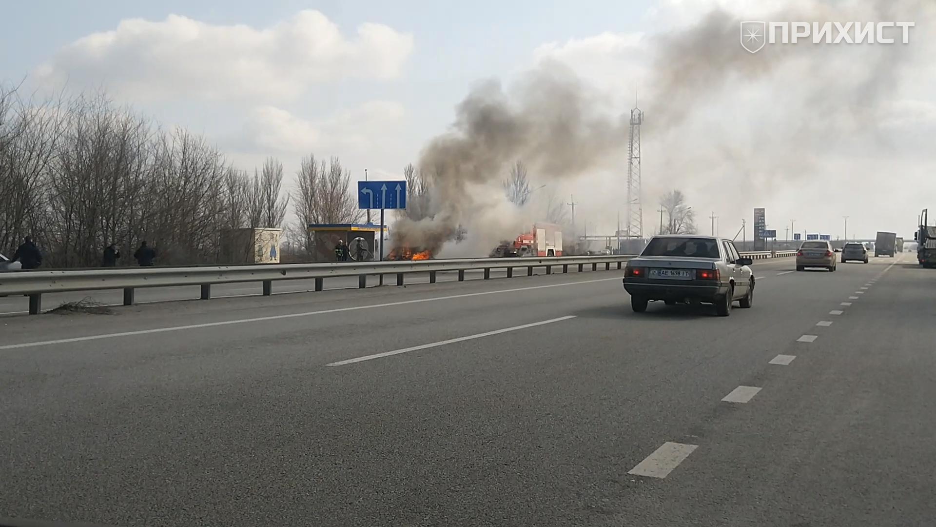 На трассе Запорожье-Днепр сгорел автомобиль | Прихист