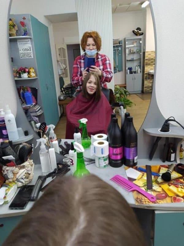 Юная никопольчанка отдала свои волосы на парики для онкобольных девочек | Прихист