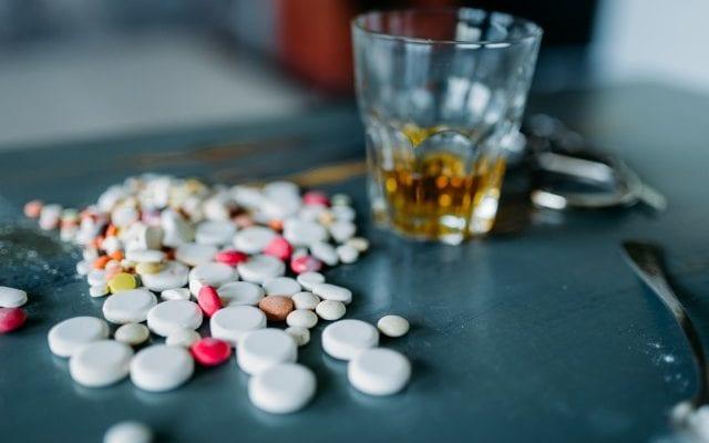 В Никополе десятиклассник наглотался таблеток и запил их алкоголем | Прихист