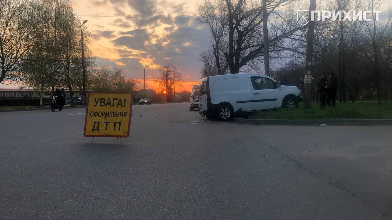Авария на ул. Херсонской: один пострадавший в больнице | Прихист
