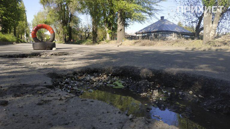 Шесть автомобилей повредили колеса в яме на ул. Героев Чернобыля | Прихист