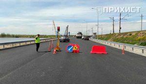 На Алексеевском мосту проводятся ремонтные работы. Движение ограничено