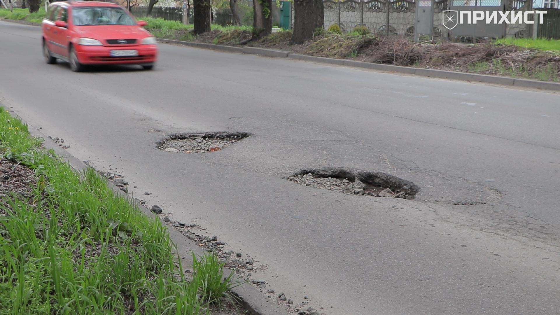 По ул. Героев Чернобыля водители уже год вынуждены объезжать ямы | Прихист