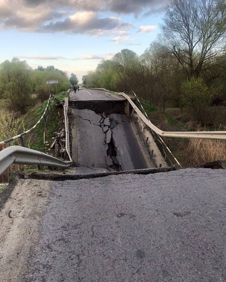 У Львівській області стався обвал аварійного моста   Прихист