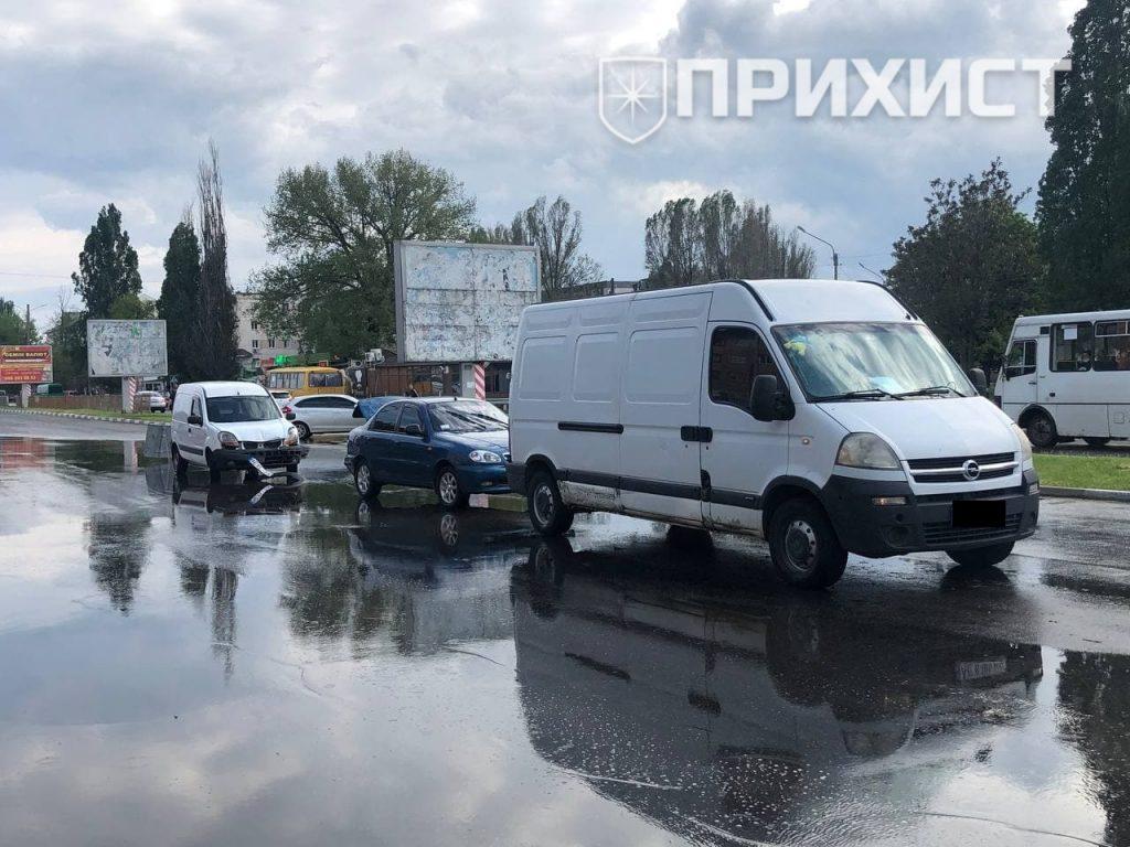 В районе автовокзала столкнулись три автомобиля   Прихист