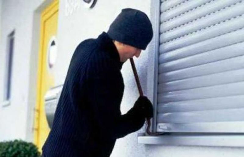В одном из многоэтажных домов Никополя воры пытались проникнуть в квартиру через окно | Прихист