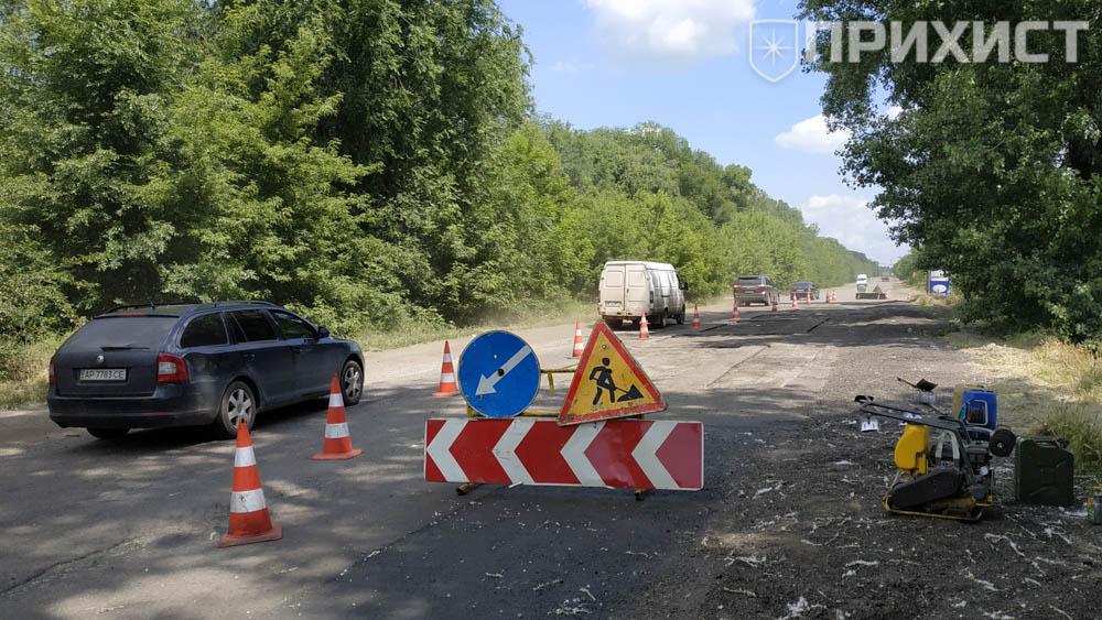 На въезде в Никополь ремонтируют дорогу | Прихист