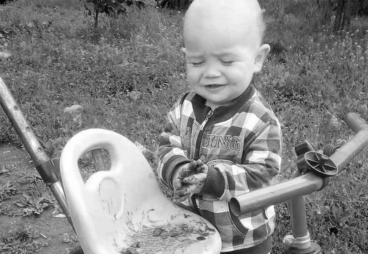 Умер двухлетний Миша, которого изрезал ножом сожитель его матери   Прихист
