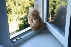 В Никополе 4-летний мальчик выпал из окна. Обновлено | Прихист