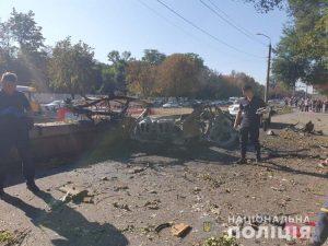 ОБНОВЛЕНО. В Днепре взорвалась машина, погибли два человека, известны личности погибших