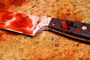 В Никополе мужчина зарезал сожительницу