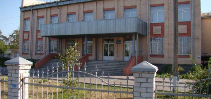 В Днепре школьник избил учительницу: у женщины все тело в синяках и гематомах   Прихист
