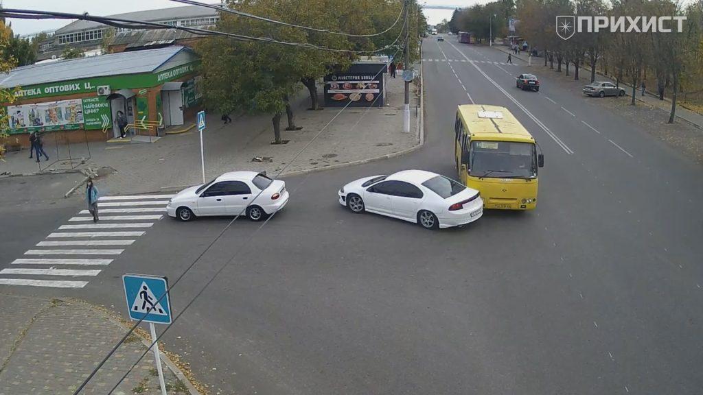 На пересечении ул. Электрометаллургов и ул. В. Усова столкнулись маршрутный автобус и автомобиль   Прихист