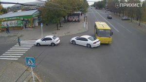 На пересечении ул. Электрометаллургов и ул. В. Усова столкнулись маршрутный автобус и автомобиль | Прихист