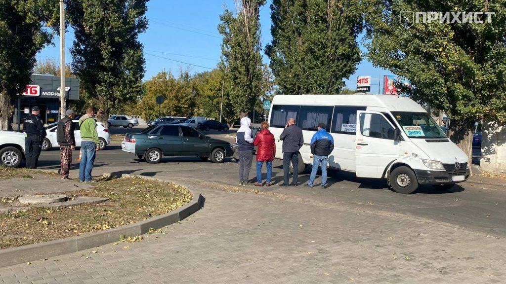 Рейсовый автобус Днепр – Никополь столкнулся с ВАЗ – 2110   Прихист