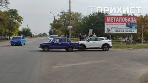 На пересечении ул. Учительской и ул. Херсонской столкнулись ВАЗ и Nissan | Прихист