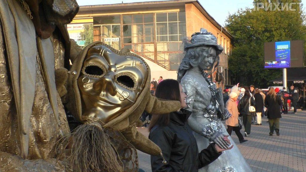 Атракціони, живі скульптури, виступи артистів та салют: як пройшов день міста у Покрові   Прихист